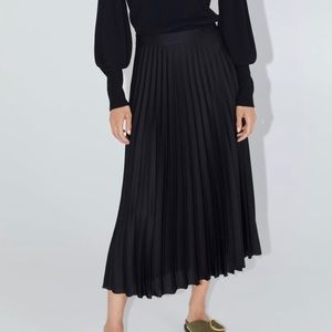 NWT Zara Black Pleated Skirt in Size Small